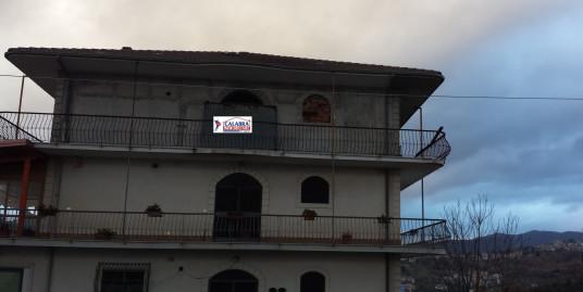 Appartamento Rustico a Casali del Manco (CS) (zona Pizzicarizia) con Vista Spettacolare